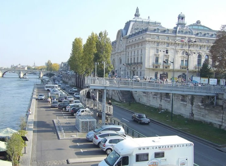 banks-of-the-seine-transformed-open-air-movies-paris-perfect-apartments