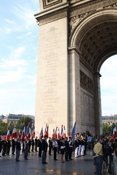 parade-underneath-arc-de-triomphe-paris