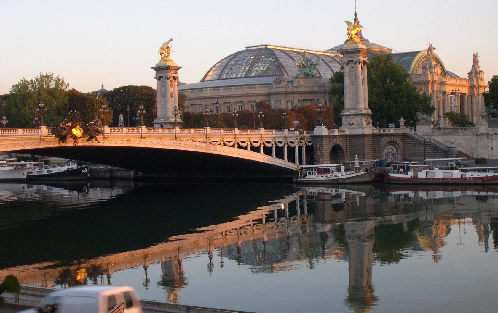 reflections-grand-palais-perfect-seine