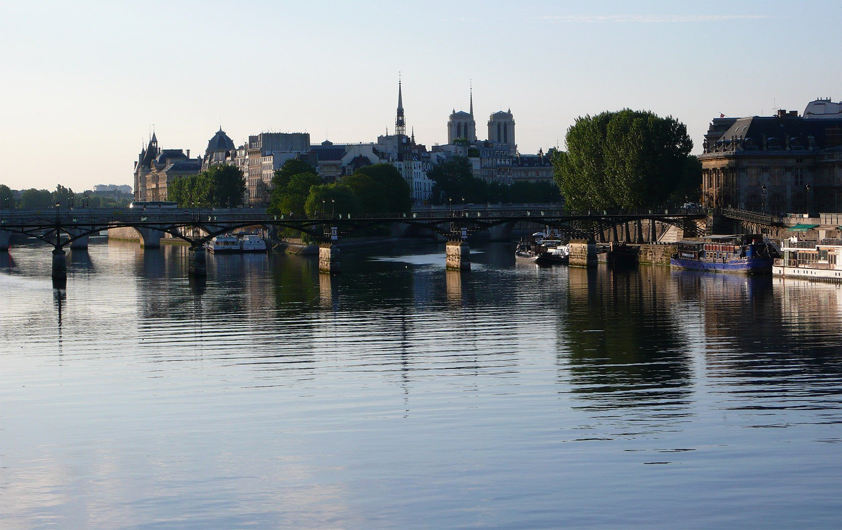 reflections-ile-st-louis-in-the-seine