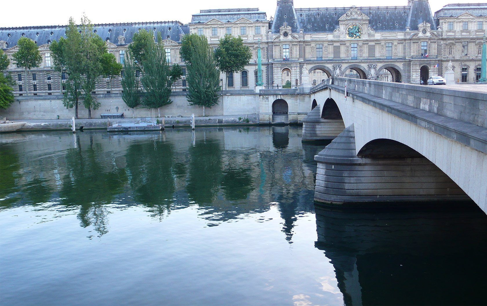 reflections-louvre-on-the-river