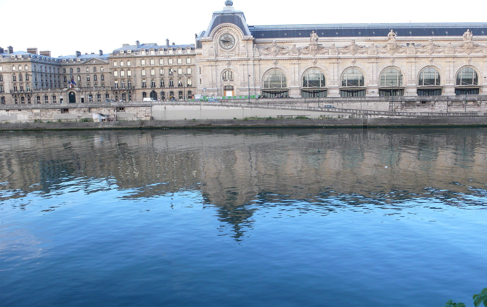 reflections-musee-d'orsay-reflected-in-the-seine
