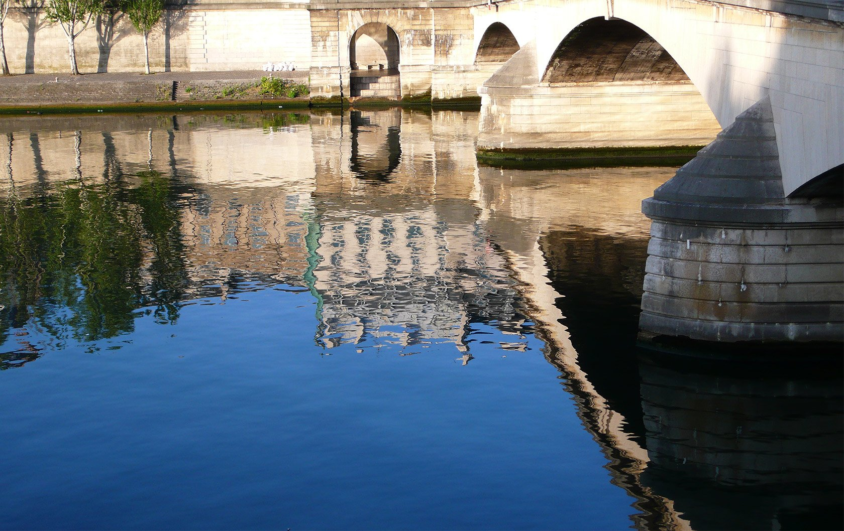 reflections-paris-landmarks-on-the-water