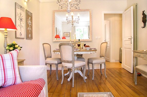 13-french-oak-dining-table-seats-4-paris-rentals-parisperfect