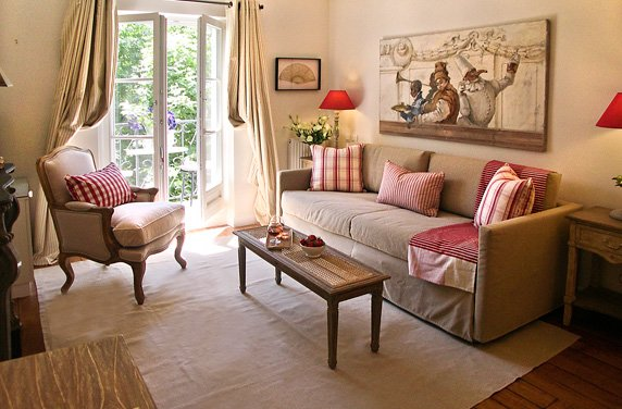 3-paris-living-room-red-checked-cushions