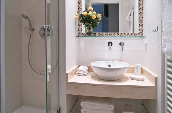 en-suite-shower-room-white-tile-short-term-apartment-rental-paris