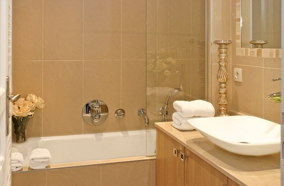 Romantic and fabulous new apartment the calvados luxury for Small bathroom big or small tiles