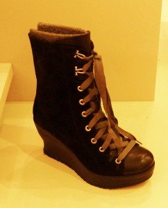 a-fashion-boot-with-mountain-climb-twist