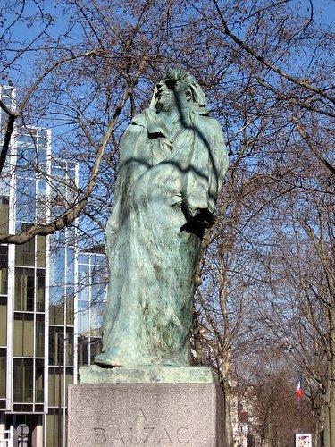 Statue of Balzac in Montparnasse courtesy kurbjuhn
