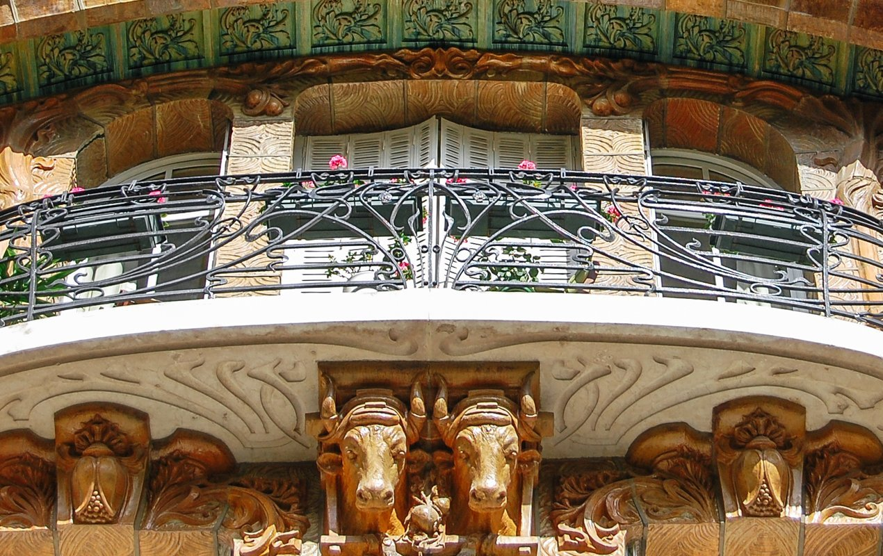 Art Nouveau Architecture Tour in Paris