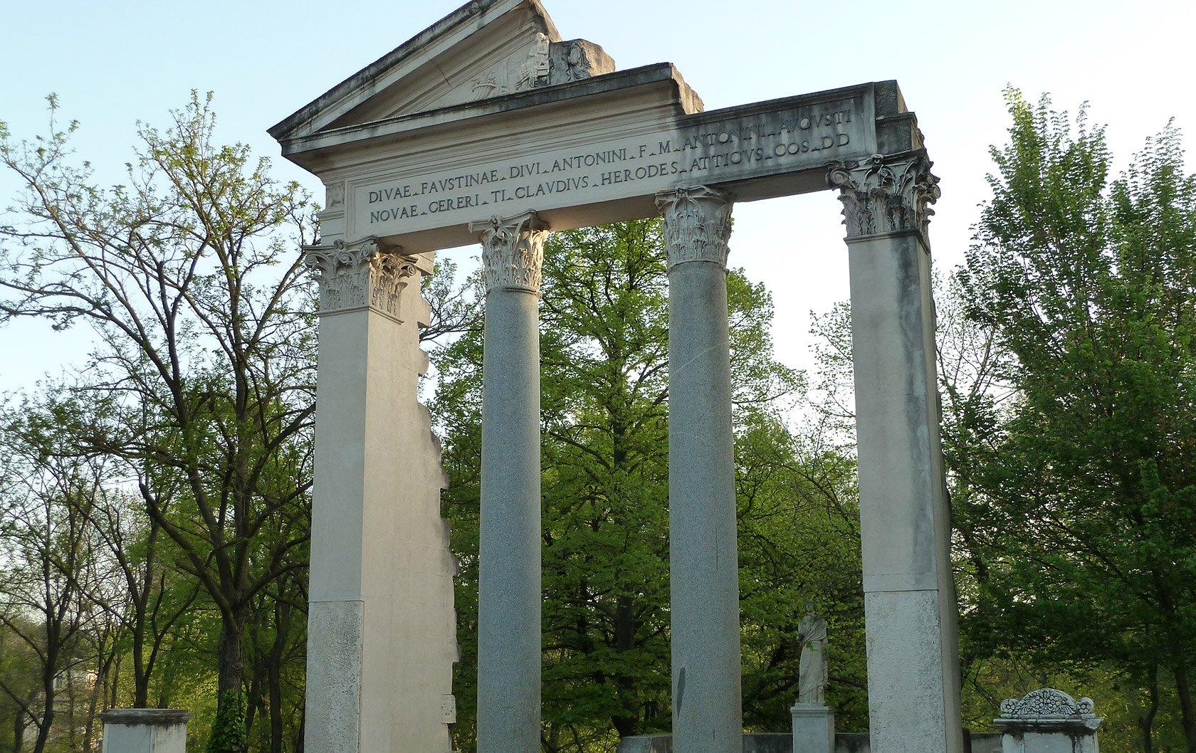 italy-gardens-ruins
