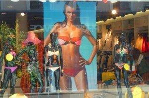 The Best Hidden Shopping Street in Paris – La rue du Commerce