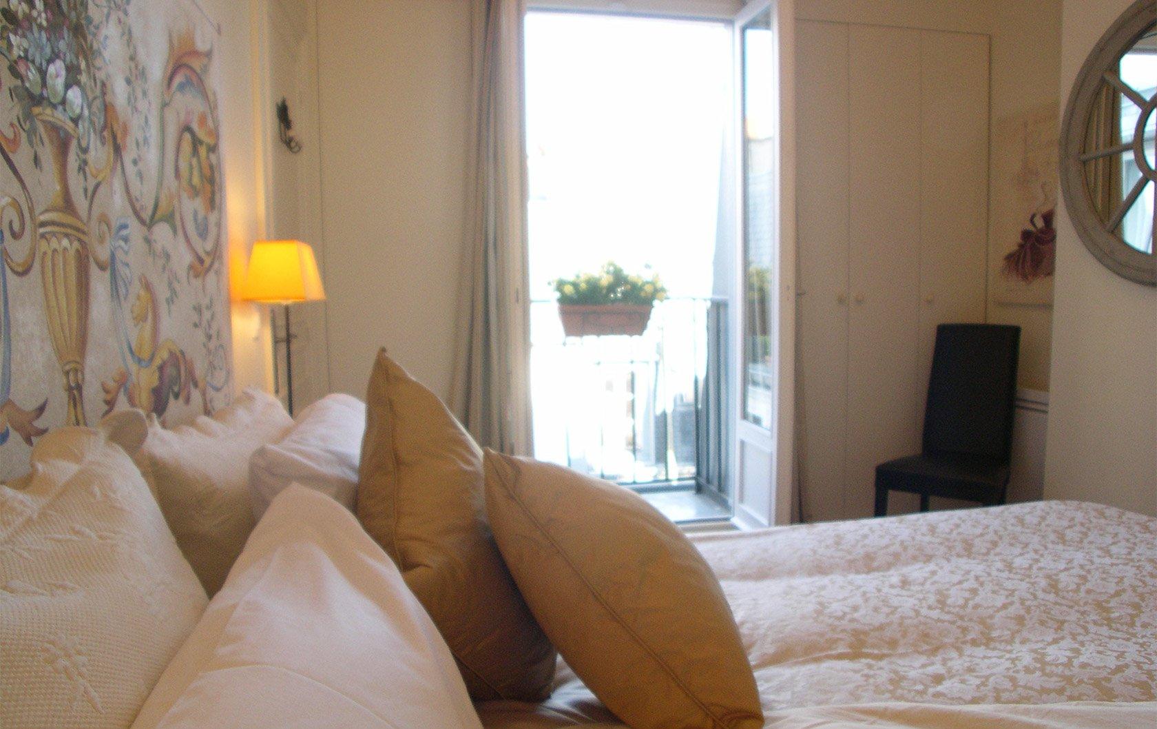 medoc-bedroom-balcony