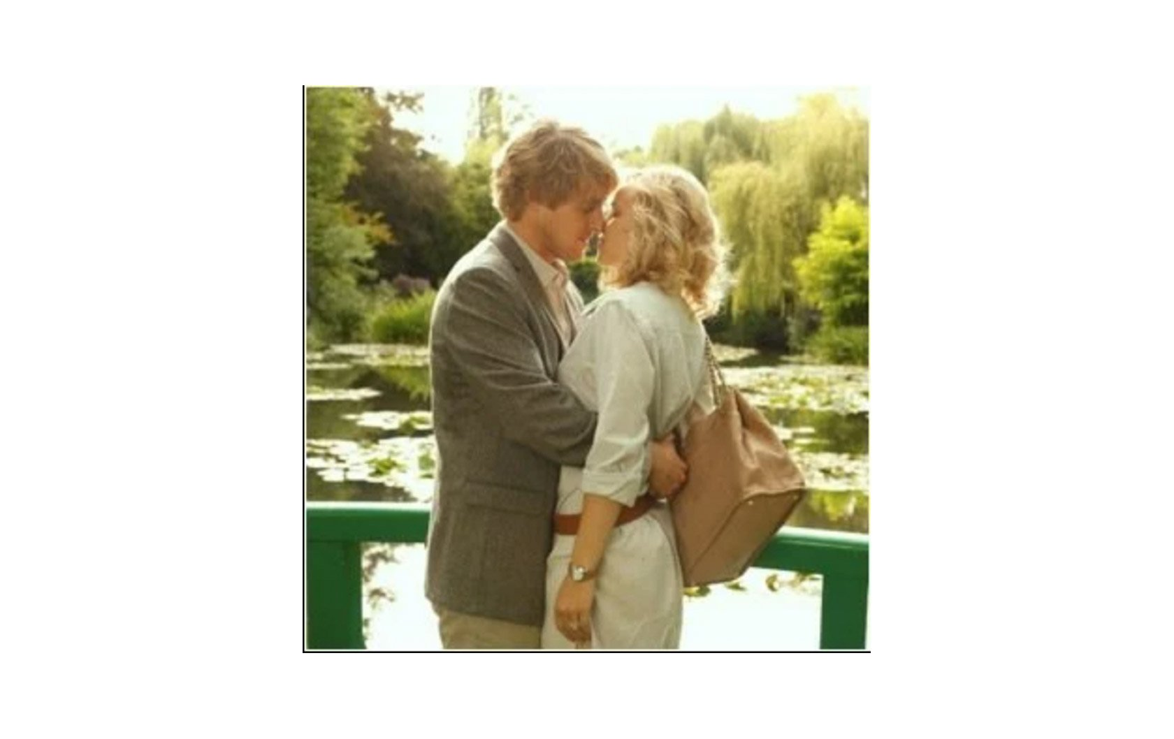 midnight-in-paris-kiss