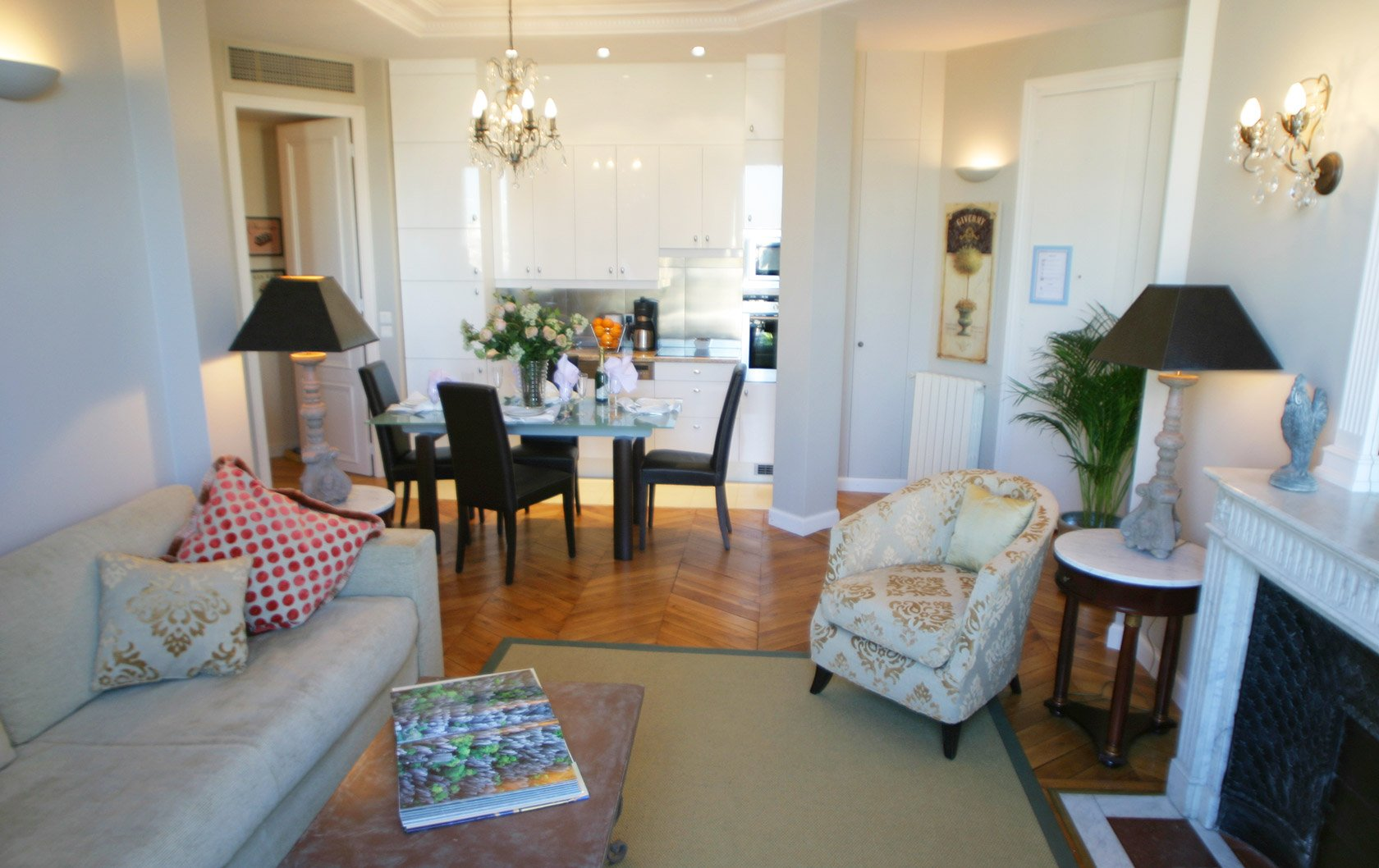 chateau-latour-living-kitchen