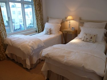 Three bedroom apartment for rent in London Kensington