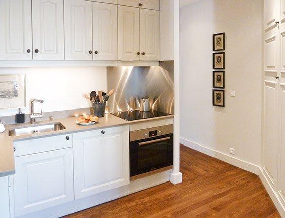 Modern kitchen in Paris apartment rental