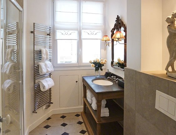 Paris Perfect vacation rental bathroom