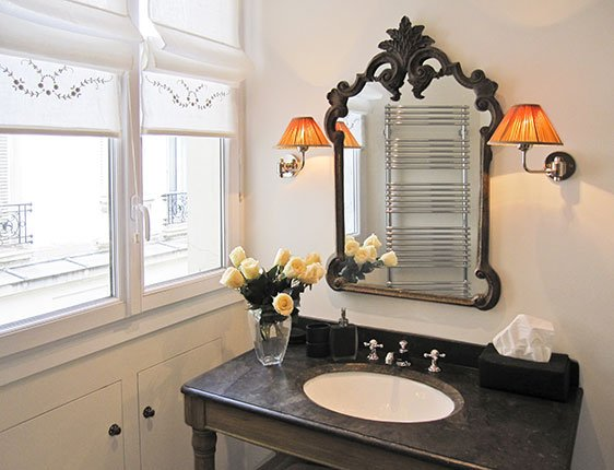 Fully remodeled Paris vacation rental bathroom