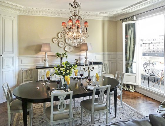 Fully remodeled Paris vacation apartment dining room