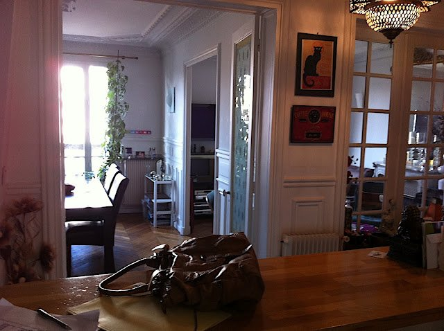 Paris dining room apartment rental