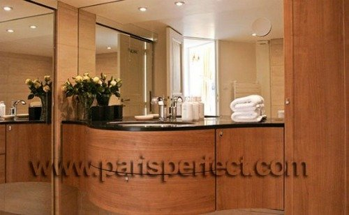 Paris Perfect Vacation Rental in 1st Arrondissement 2 bathroom