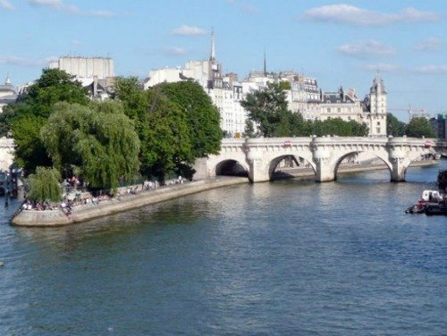 Paris Perfect Vacation Rental in 1st Arrondissement Near Seine River