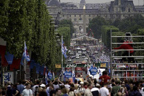 Watching the Tour de France in Paris