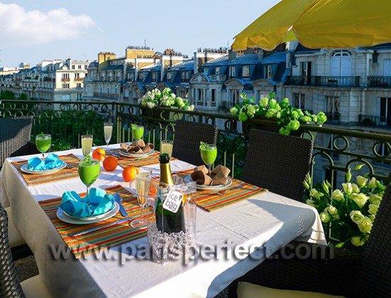 Paris Vacation rental near Eiffel Tower with wrap around balcony