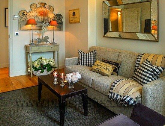 Comfortable TV room in Paris Perfect vacation apartment