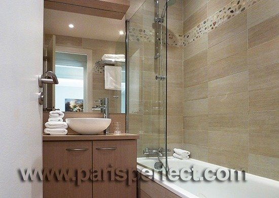 Fully remodeled Paris vacation apartment bathroom