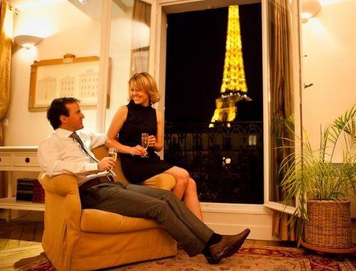 Plan a Romantic Christmas Escape to Paris