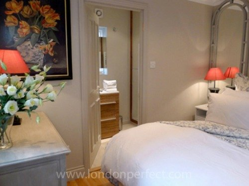 London-Perfect-Chelsea-Vacation-Rental-Master-Bedroom-Queen