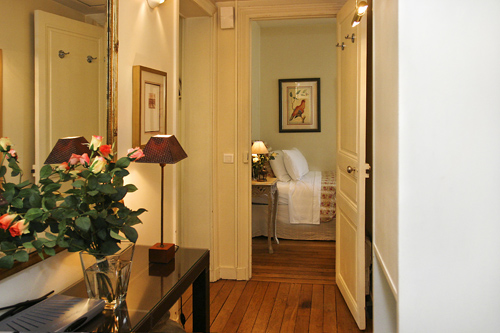 sm 34-corridor-to-bedroom-two-country-theme-paris-perfect