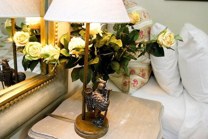 sm rooster-lamp-yellow-roses-rentals-paris-perfect