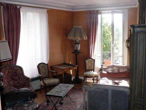 Paris Apartment Living Room to Remodel
