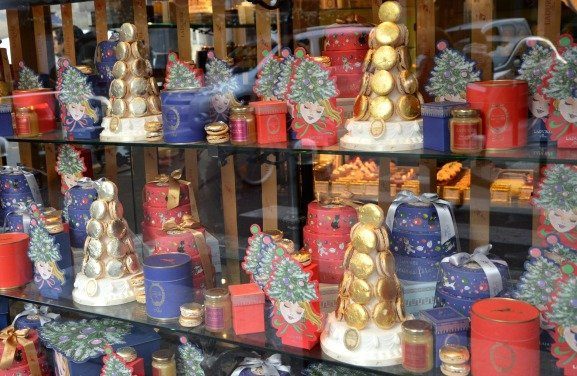 Christmas Windows at Ladurée in Paris