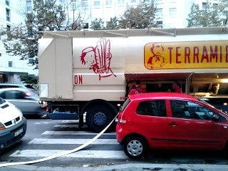 Flour truck delivery, boulangerie Paris, bakery