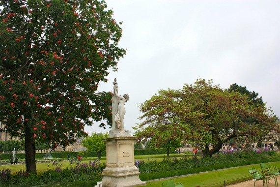 Jardin des Tuileries Statue Paris Spring