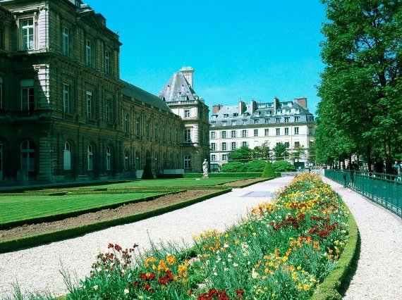 A Very Parisian Picnic at the Jardin du Luxembourg