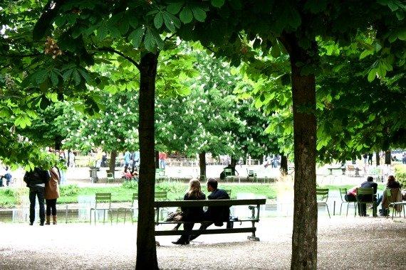 Relax Jardin des Tuileries Romantic Paris
