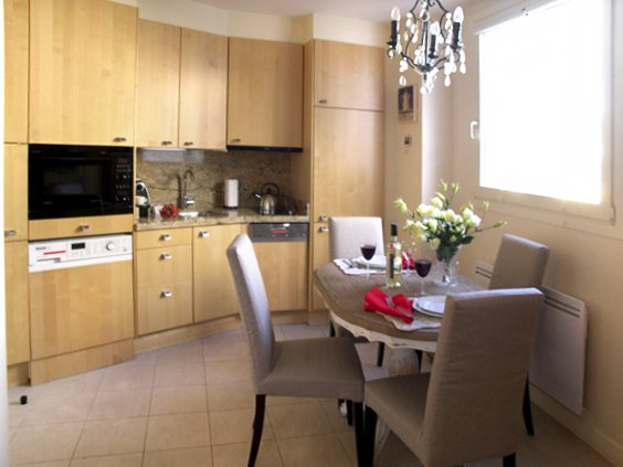 4-3 sm fully equipped parisian kitchen