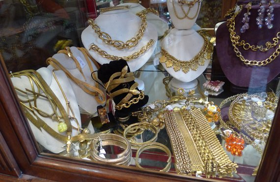diamonds and gold jewelry flea market