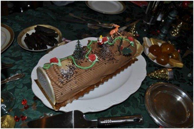 Bûche de Noël christmas meal french dessert paris