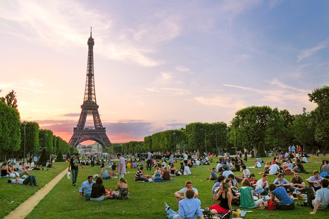 How to Picnic in Paris – The Easy Way!