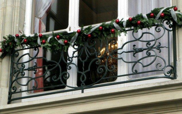 FA-10866632-paris-window-christmas-small