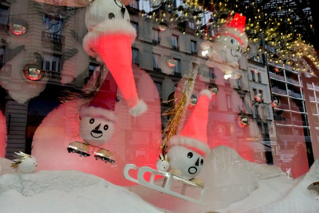 Paris-christmas-windows-1