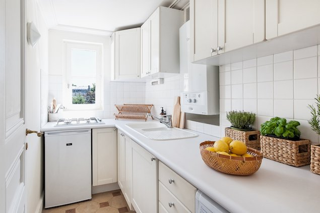 Fully equipped Parisian style kitchen in the Cornas rental apartment