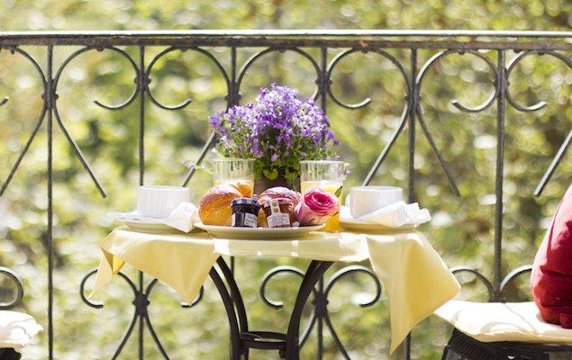 The 6 Most Romantic Paris Apartments for Lovebirds!