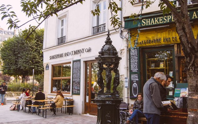 Shakespeare & Company Café: Books + Coffee = A Match Made in Heaven!